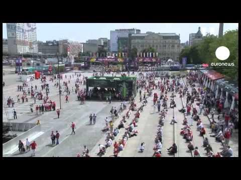 الأزمة الأوروبية بين الاسواق والملاعب - فيديو