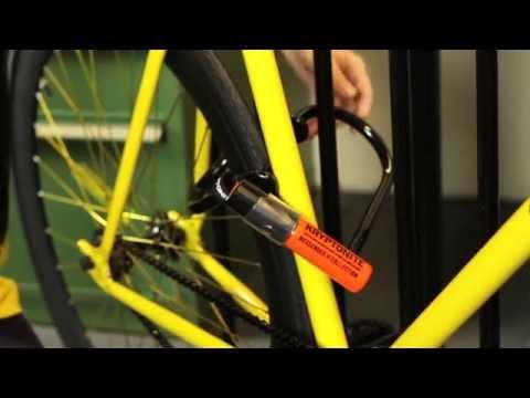 Wie du dein Fahrrad mit einem Kryptonite Messenger Bügelschloss abschließt.
