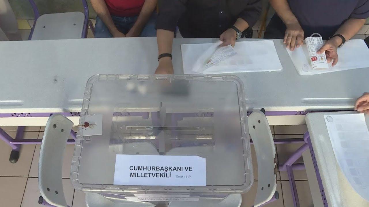 Άνοιξαν οι κάλπες για τις προεδρικές και βουλευτικές εκλογές στην Τουρκία