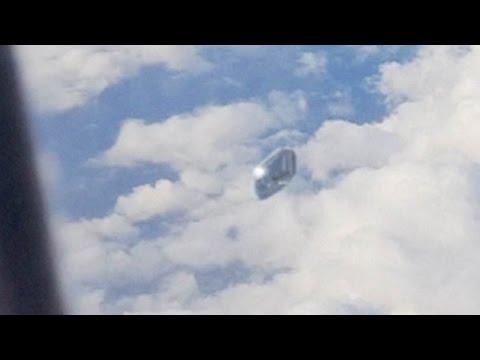 ufo avvistato dal finestrino di un aereo nei cieli della spagna