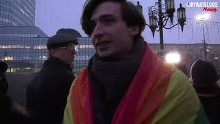Pikieta Ordo Iuris przed Ratuszem M. St. Warszawy przeciwko lekcjom o mowie nienawiści