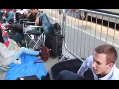 Apple store - Kwai Chi hits the Line/Queue of the iPhone 6 and the iPhone 6 plus at London's flagship Apple store in Regent Street to meet and interview some of these people, some who have queued for over...