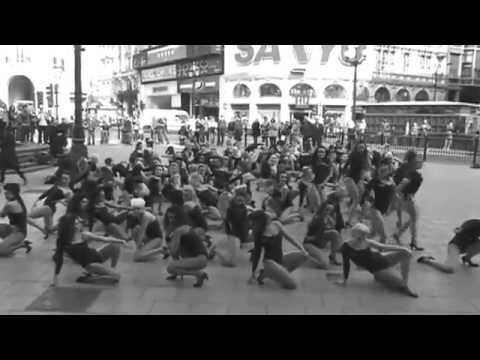 100 People Dance to Single Ladies