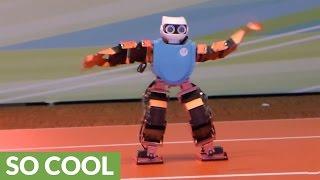 بالفيديو.. روبوت يستعرض مهارته فى الرقص فى هونج كونج