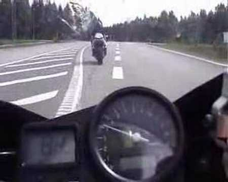 YZF R1 - Awesome Yamaha vs Honda VTR driving in Sweden! 300kmt + This is not my bike. i just uploaded the video. :)