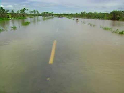 Enchente do rio Coreaú Granja CE - Pista que liga Granja a Parazinho