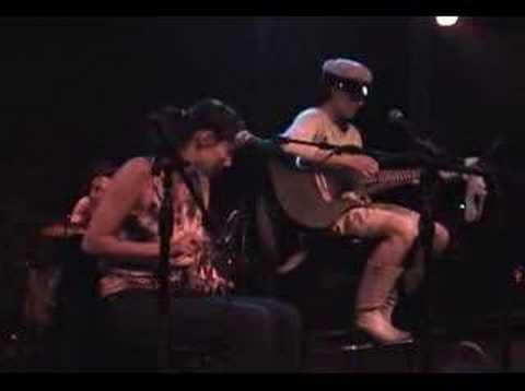 Tekst piosenki CocoRosie - Left Hand Shoe po polsku