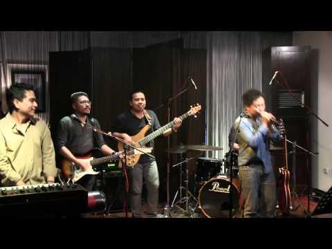 Sandhy Sondoro ft Indra Lesmana - Aku Ingin @ Mostly Jazz 16/09/12 [HD]