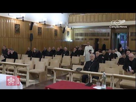 Papa e colaboradores estão em retiro de reflexão e silêncio