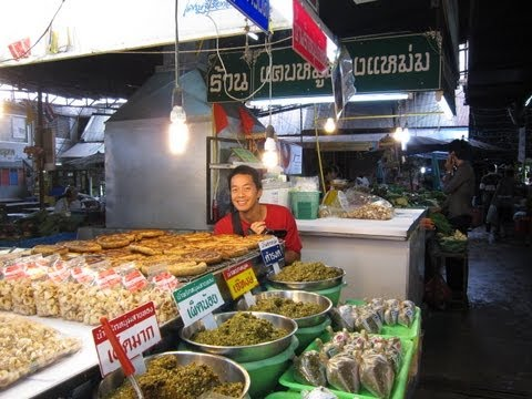 S and C take a Thai cooking class – Part 1: Visiting the Market