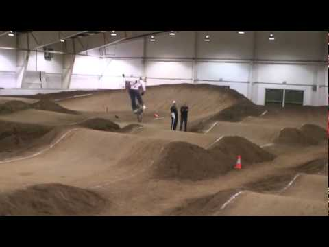Abbotsford indoor 2010 bmx pit bike madness (видео)