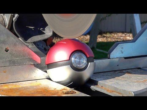 他把這個在夜市買到的「寶貝球」切開,裡面「噴射出來」的東西讓網友都震驚了啊!