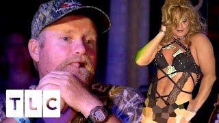 Poodle takes Mama June and Sugar Bear to a drag show, and introduces them to his new boyfriend. Subscribe for more great...