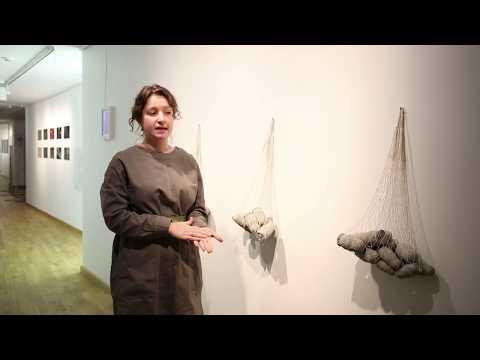 Онлайн-экскурсия по выставке «Мирное время». Мария Бавыкина, «Тяжесть, которая всегда с тобой»