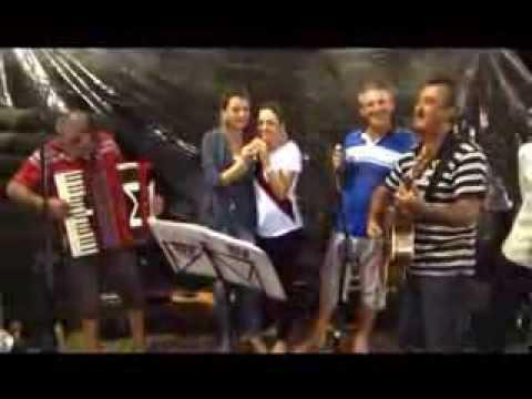 Franciele Casarin,Marcelisa Casarin,Wilson Casarin,Eriberto Casarin e o violeiro em o IPÊ FLORIDO