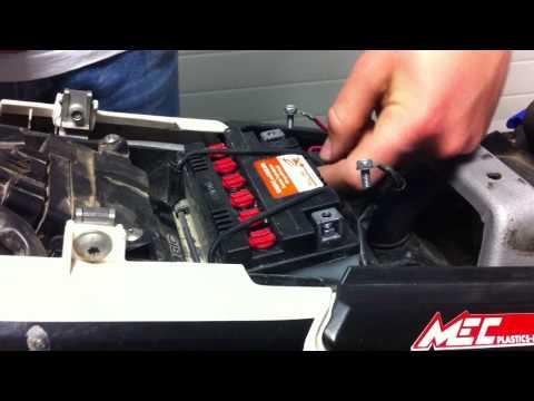 comment demonter batterie fz6