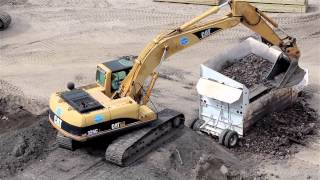 Video Cat 325CL excavator loading screener MP3, 3GP, MP4, WEBM, AVI, FLV Februari 2019