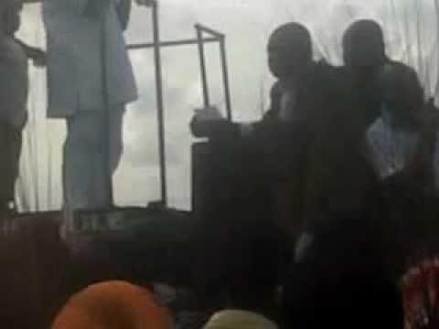 Video: Aki hails 'Oshio Baba' at  Oshiomhole's campaign in Edo