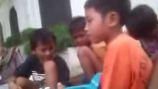 Video Nyanyian Merdu Seorang Anak Pengamen Jalanan Bersuara EMAS MP3, 3GP, MP4, WEBM, AVI, FLV Juli 2018