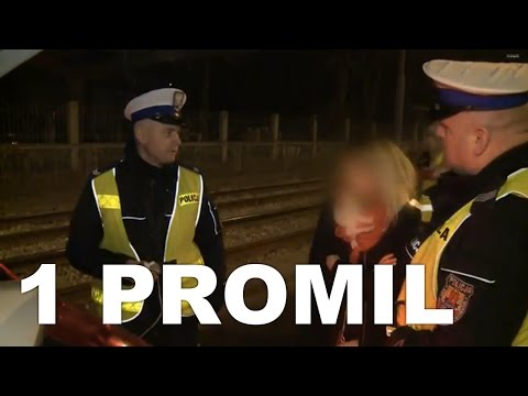 Wyjątkowo wygadana pijana kobieta próbuje cisnąć policjantów