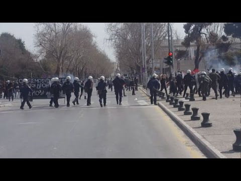 Συμπλοκές μεταξύ αντιεξουσιαστών και αστυνομίας στη Θεσσαλονίκη