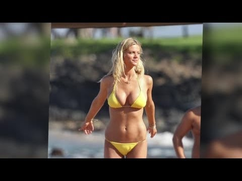 Brooklyn Decker Intimidated by Jennifer Aniston's Bikini Body – Splash News