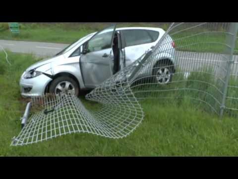 Korbach: Nach Kollision durch Zaun gekracht
