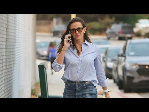 Jennifer Garner Juggles Business And Mommy Duty In The PalisadesT
