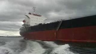 Video Two Tyne pilots disembarking from bulk carrier Osmarine MP3, 3GP, MP4, WEBM, AVI, FLV Desember 2018