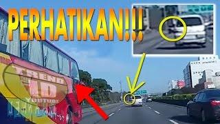 Video Detik-detik Kecelakaan Mengerikan Beruntun Di Tol (Gak Kuat Jangan Lihat) MP3, 3GP, MP4, WEBM, AVI, FLV November 2017