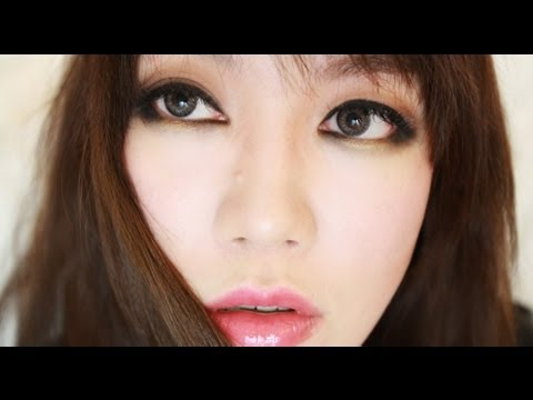 semi smokey - Sorry about the frizzy hair! I don't straighten my hair until morning :p Anyway, I was cleaning up my makeup table and suddenly wanted to film.. I actually g...