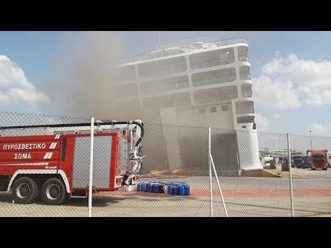 Δύσκολο το έργο κατάσβεσης της φωτιάς στο πλοίο «Ελ. Βενιζέλος»…