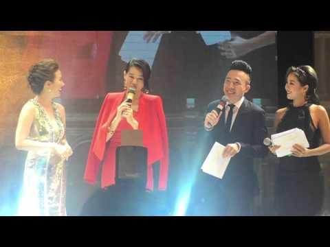 Trấn Thành trổ tài MC nói tiếng hoa phỏng vấn Hồ Hạnh Nhi trên sân khấu - Thời lượng: 1:28.