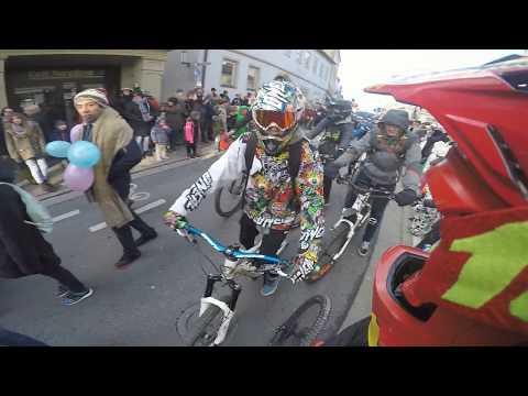 Mountainbiker stürmen Fashings Umzug! Lol xD rofl (видео)