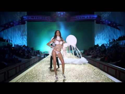 Victoria's Secret Fashion Show 2010 [HD] Part 5/7: Heavenly Bodies (Feat. Akon)
