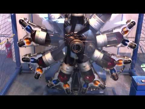 Funcionamento de um motor de aviões antigo com pistões