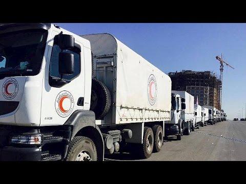 Εκατό φορτηγά με ανθρωπιστική βοήθεια αναχωρούν από τη Δαμασκό για πόλεις που υποφέρουν