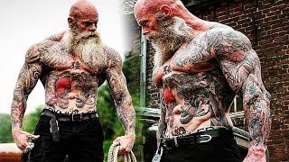 53-letni wytatuowany kulturysta pokazuje, że o ciało można zadbać w każdym wieku!