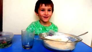 Эксперимент: Делаем лизун - антистресс из воды и муки своими руками