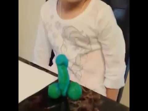 這個小女孩完成的粘土雕塑品「並不是大人們所想的那樣」,聽完她的答案之後不禁的笑了!