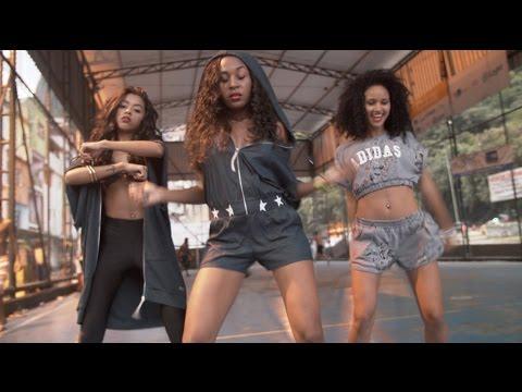 Watch a video for Pearls Negras' 'Meu Bem'