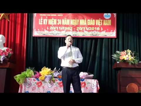 Tiết mục văn nghệ của thầy Nguyễn Văn Mão phó giám đốc trung tâm