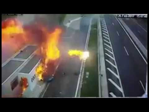 Video - Νέο βίντεο ντοκουμέντο από το φρικτό τροχαίο με την Πόρσε