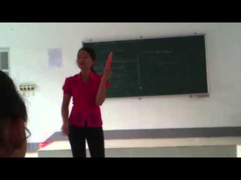 Cô giáo hướng dẫn sử dụng Baocaosu cho học sinh
