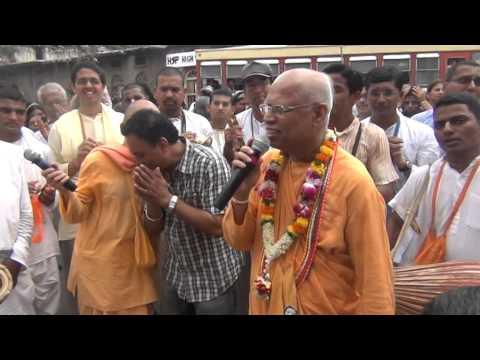 Dehu - Pandharpur Dindi Walk in Pune 2 July 2013 Part 5