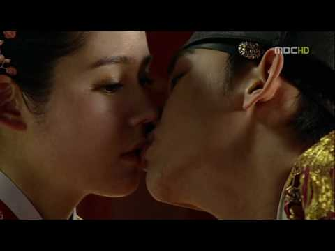 Moon.embraces.sun.ep.17.kiss
