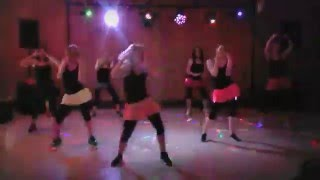 This is a modified choreo from Zumba ZIN-DVD 61 for a wedding dance-show.Many Thanks to Julia, Irina, Emilie, Lina, Jenni & Lidia.I hope you enjoy and like it. Share und subscribe my channel for more Videos.Facebook: http://www.facebook.com/letsfunaugsburgHomepage: http://www.letsfun-studio.deIch habe dieses Video mit dem Video-Editor von YouTube (https://www.youtube.com/editor) erstellt.