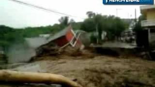 Río Tacó derrumba casa en Chiquimula