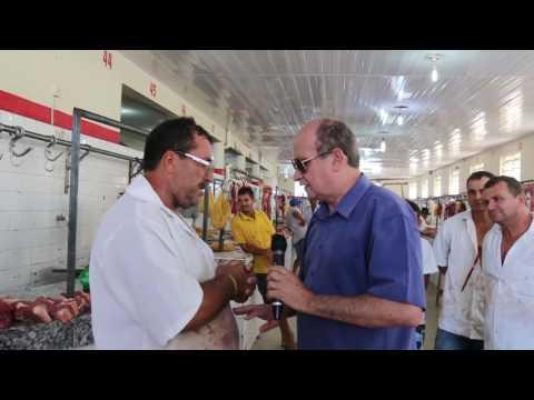 Valões visita mercado de carne de Santana do Ipanema.