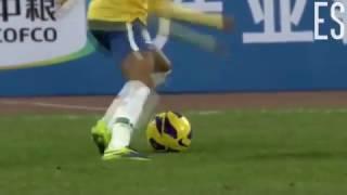 Seleção Os melhores dribles e lances do futebol. Um vídeo incrível para os amantes do futebol, com a presença de craques em dribles e lances memoráveis.